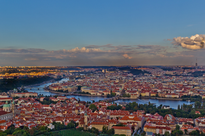 le-pieton-de-prague-by-alain-pelletier